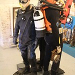 mannequin-man performming as a Museum Dummy: The Diving museum in Gosport played a prank on its visitors over the holiday weekend. They replaced their diving exhibit mannequin with a real person with hilarious results.