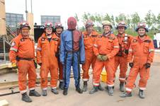 mannequin-man performming as a drag dummy: UKFS SAR team with mannequin-man the 'live' drill drag dummy casualty at the EAZ demonstration during the International Fire Expo 2005.  for Firex (CMP Information) on 17/05/2005