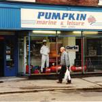 mannequin-man performming as a Living Mannequin: Living mannequins in pumpkin marine window southampton for Pumpkin Marine on 18/09/1994