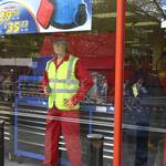 mannequin-man performming as a Living Mannequin: mannequin man standing outside the machine mart shop during the London Marathon for Machine Mart on 25/04/2010